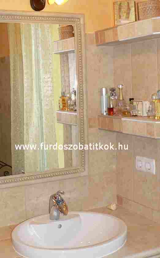 Fürdőszobai ötletek: csempékből épített polc - Fürdőszoba Titkok