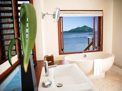 LLR_Overwaters_bathroom